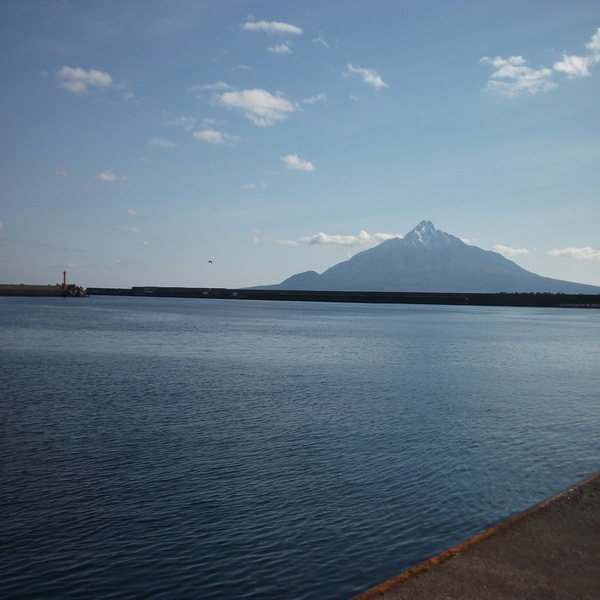 山と灯台.jpg